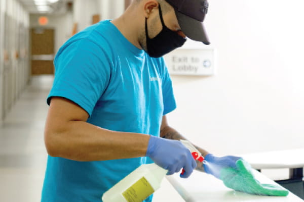 You are currently viewing Outsourcing Versus Insourcing Your Commercial Cleaning in Atlanta, Georgia